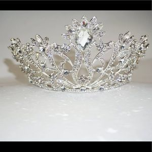 Accessories - Silver Tiara / Crown